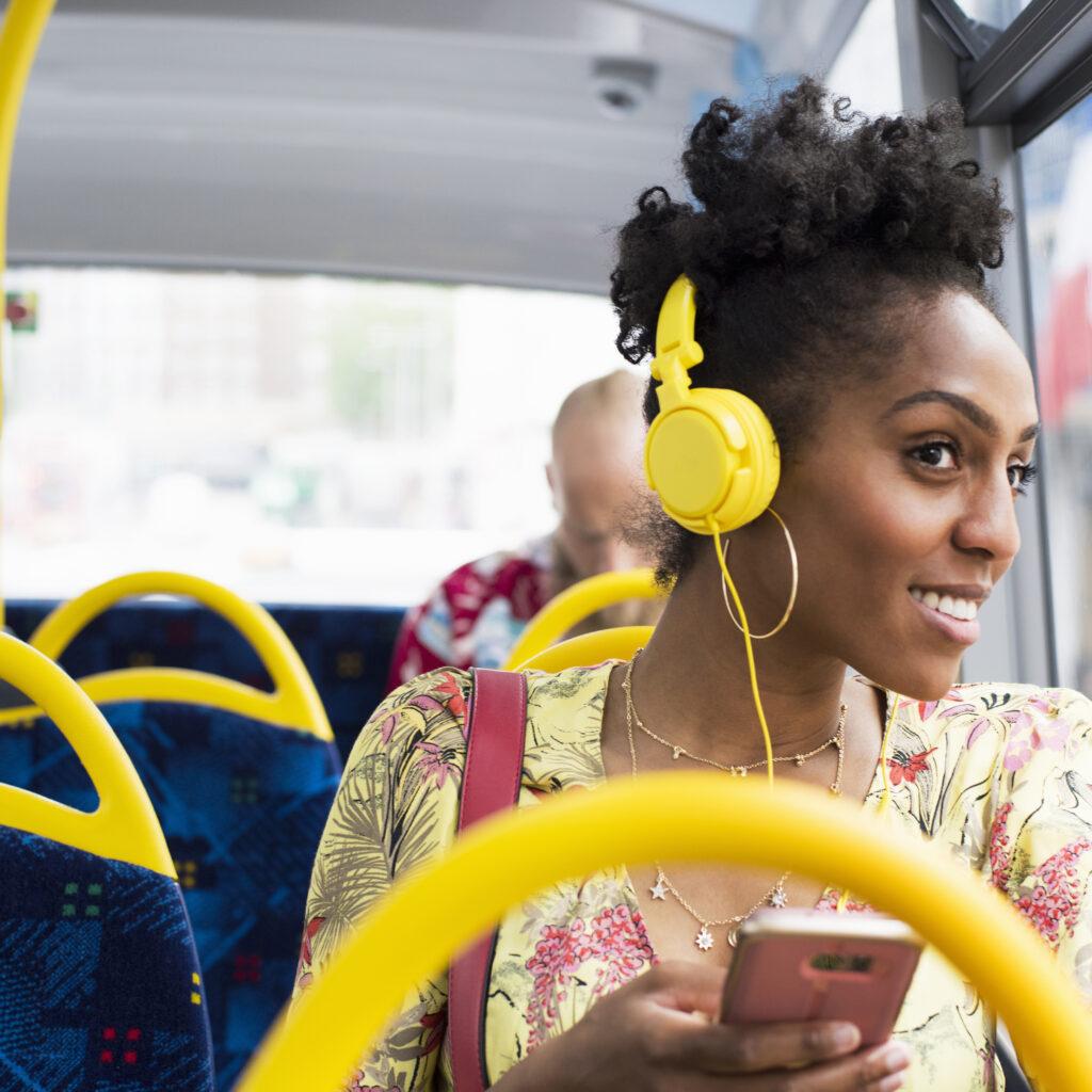bussresenär, kvinna, miljö, buss, trafik, solig, sommar, musik, kommunal, klimat, blå