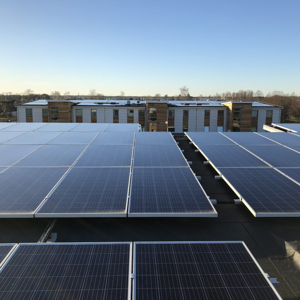 solpanel, solenergi, solkraft, elenergi, elproduktion, el, tak, himmel, bostad, bostäder, hus, energieffektiviseringsfond, energieffektivisering, energi, lägenhet
