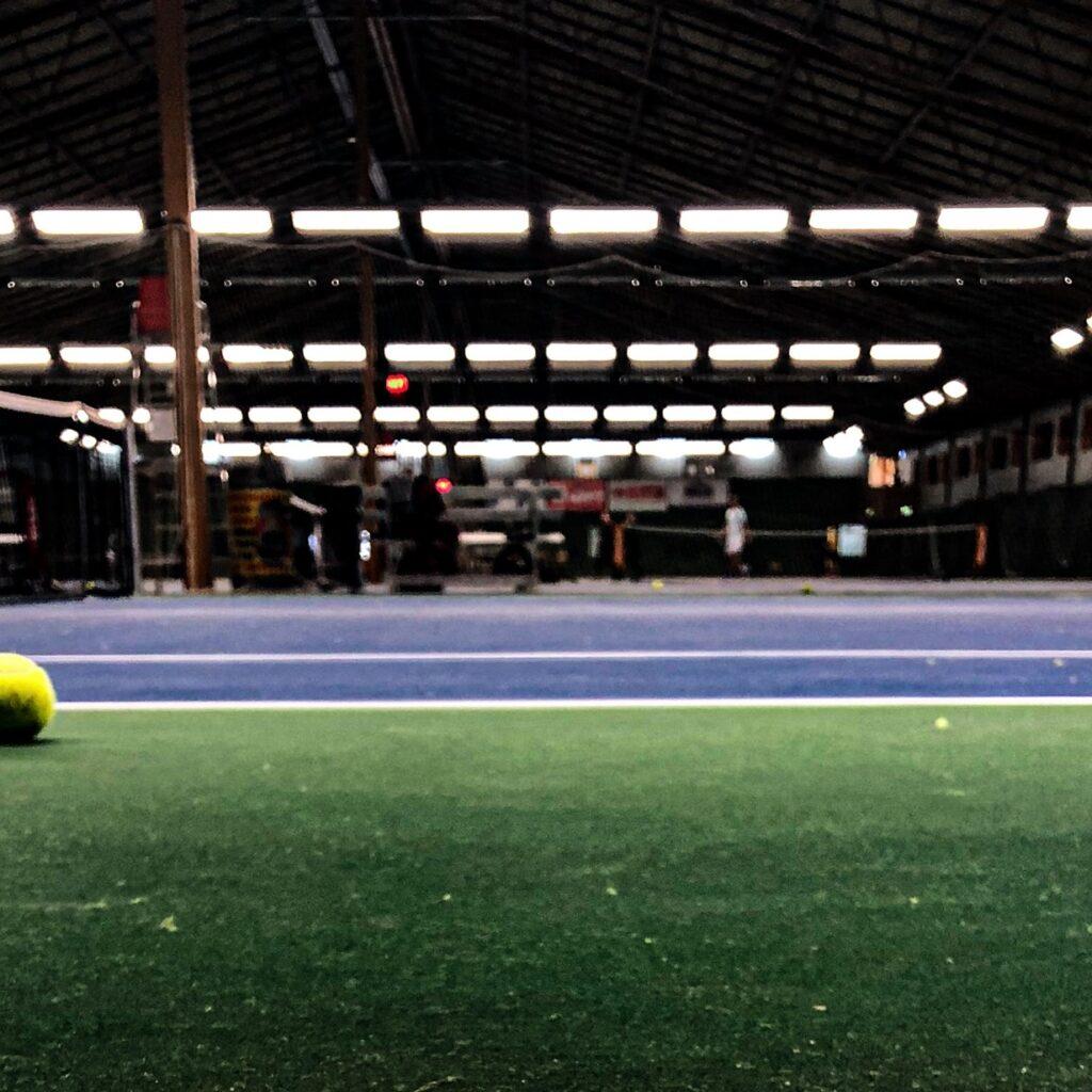 järfälla, tennishall, elenergi, energifond, energieffektiviseringsfond, fondprojekt, belysning, boll, tennisnät, tennisbana, lokal