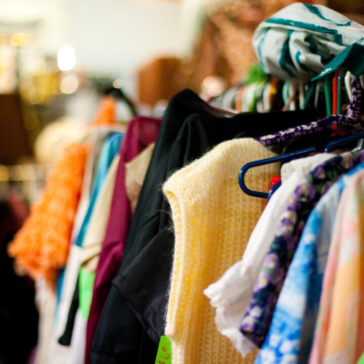 ägodela,loppis,kläder,klädställning,galge
