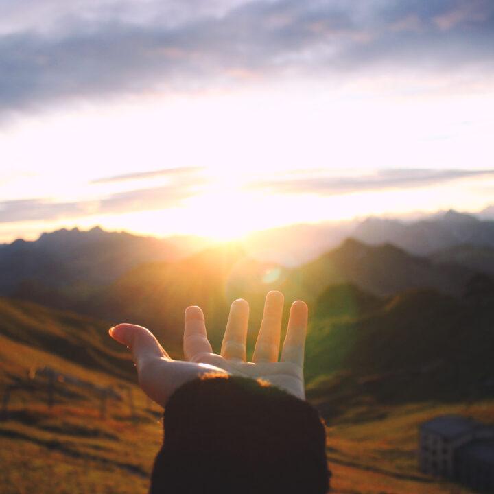 äventyr, berg, hand, tack, hopp, landskap, solnedgång, perspektiv, sträcka, ge, 674482783, idyllisk, sol, himmel, majestätisk, utomhus, utsikt