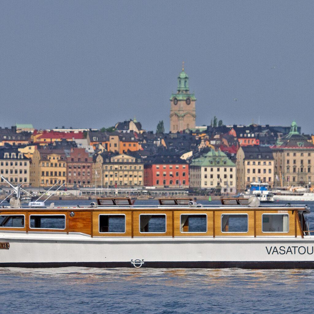 ecosightseeing, persontransporter, tesla, elbåt, eldriven, eldrivna, klimatsmart, turist, båt, båtresa, tur, stockholm, båttur, semester, miljömärkt, miljömärkning, miljömärka, båttransport, vatten, hamn, vasa, batteri