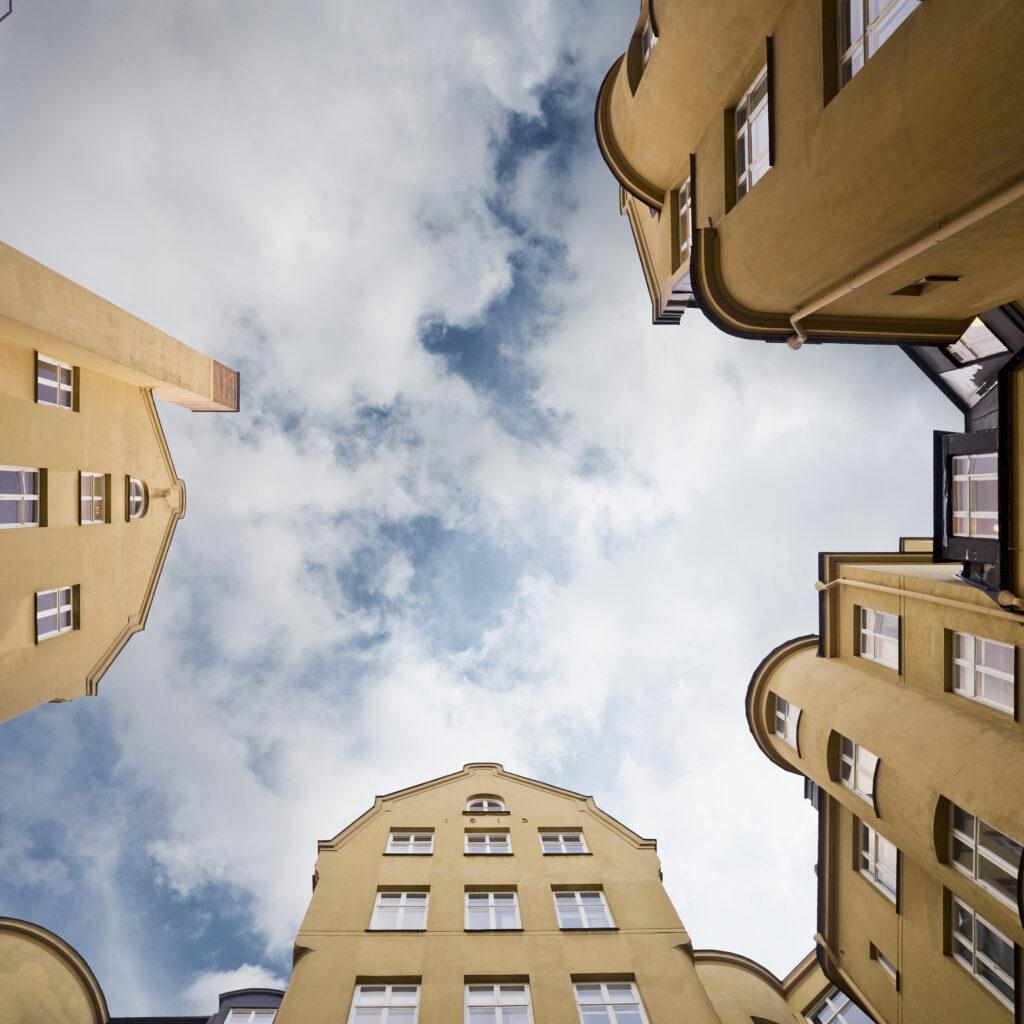 lägenhet, bostad, fasad, hus, byggnad, byggnader, arkitektur, stad, moln, himmel, nerifrån, blå, ram, bostadshus, granne, 134481154