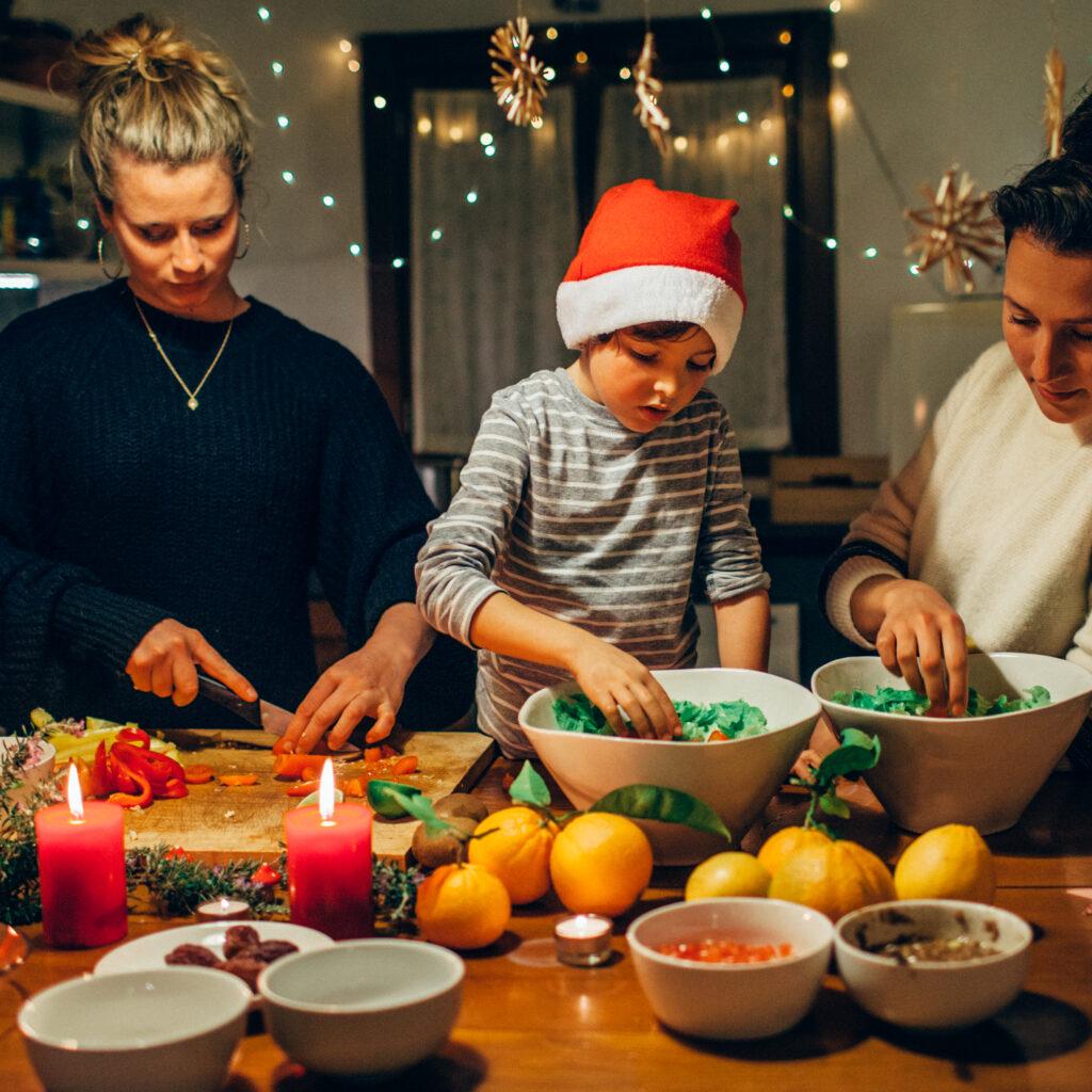 kvinnor, Mat, pojke, grönsaker, jul, middag, kök, ljus, röd, hemma, ledighet