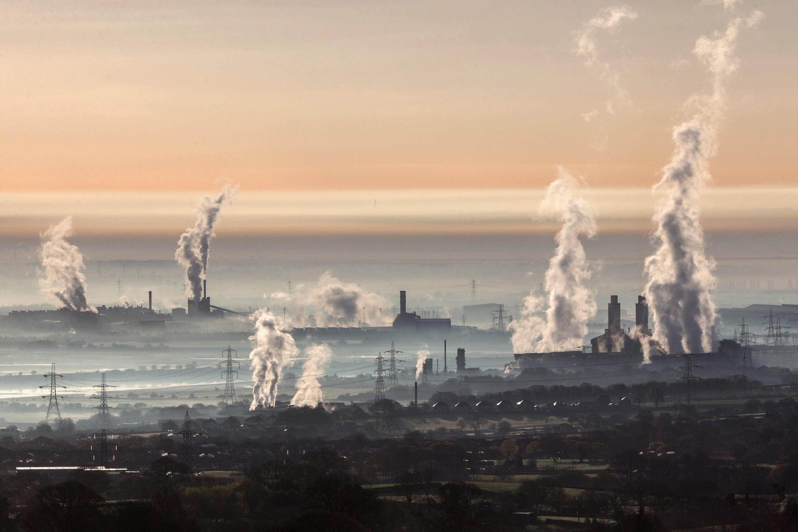 industry, pollution, energy, industrial landscape, fog, steel, power, generator, power station, electricity, industri, föroreningar, rök, skorstenar, utsläpp, koldioxidutsläpp, industrier, fabriker,