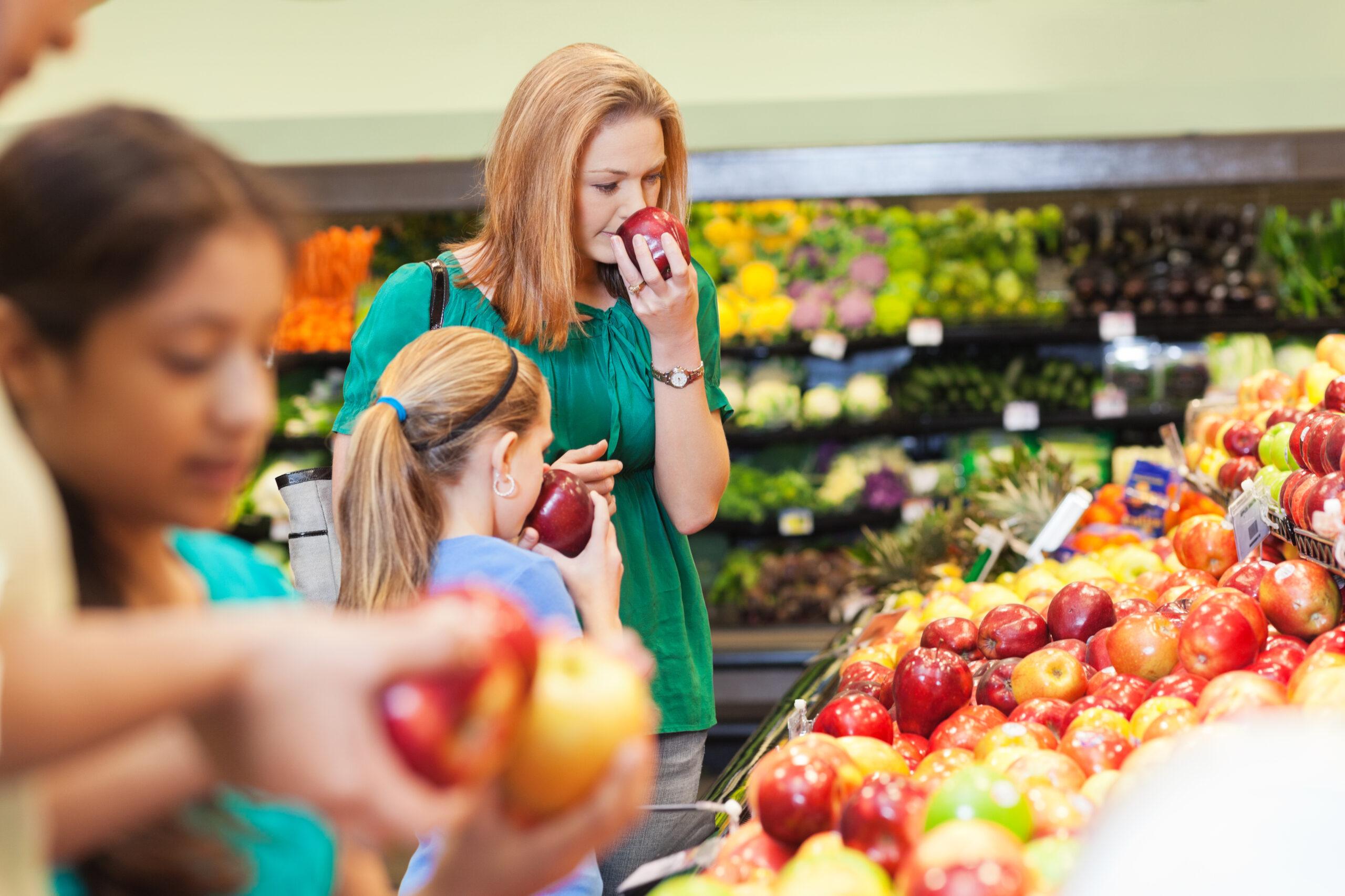 Frukt, Eko, äpple, mataffär, Grön, röd, mamma, dotter, grönsaker.