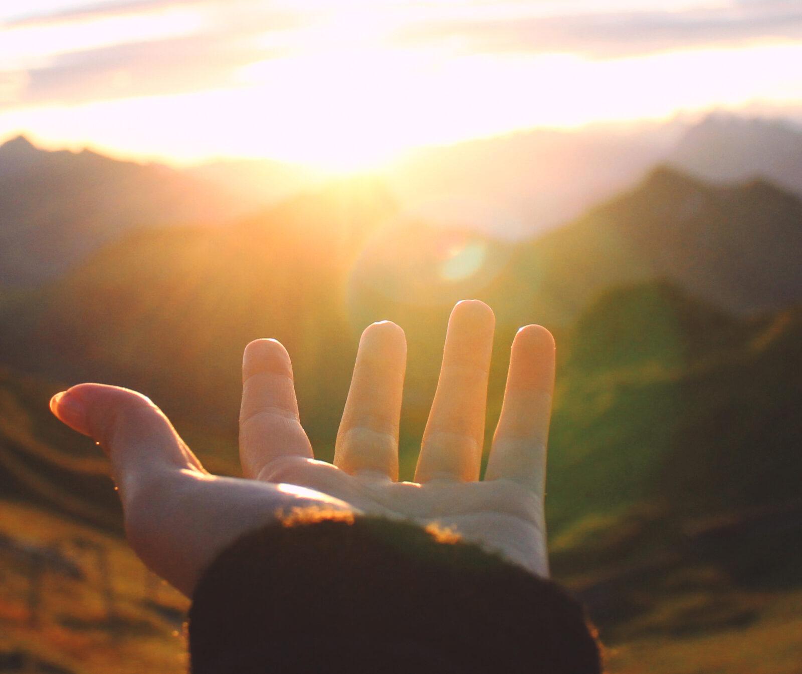 kväll,hand,berg,solnedgång