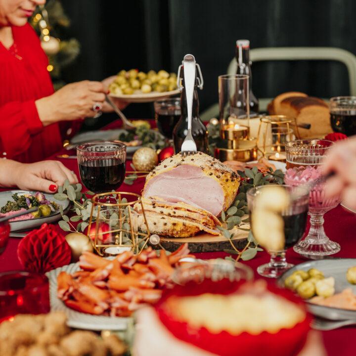 Julafton, julmat, julstämning, mat, kött, grönsaker, fest, firande, glädje, julklapp, vegetarisk, konsumtion