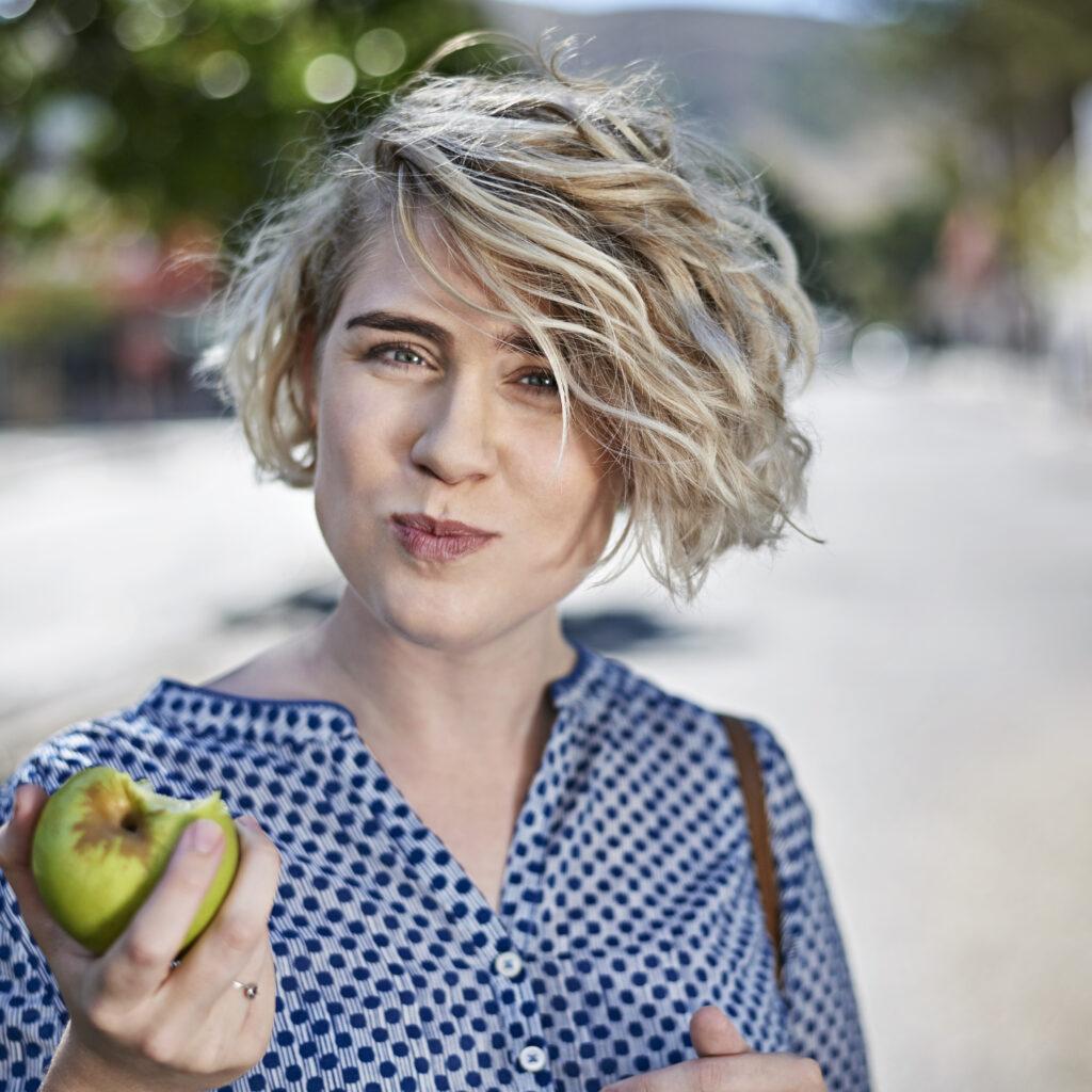 kvinna, äpple, frukt, grönt äpple,