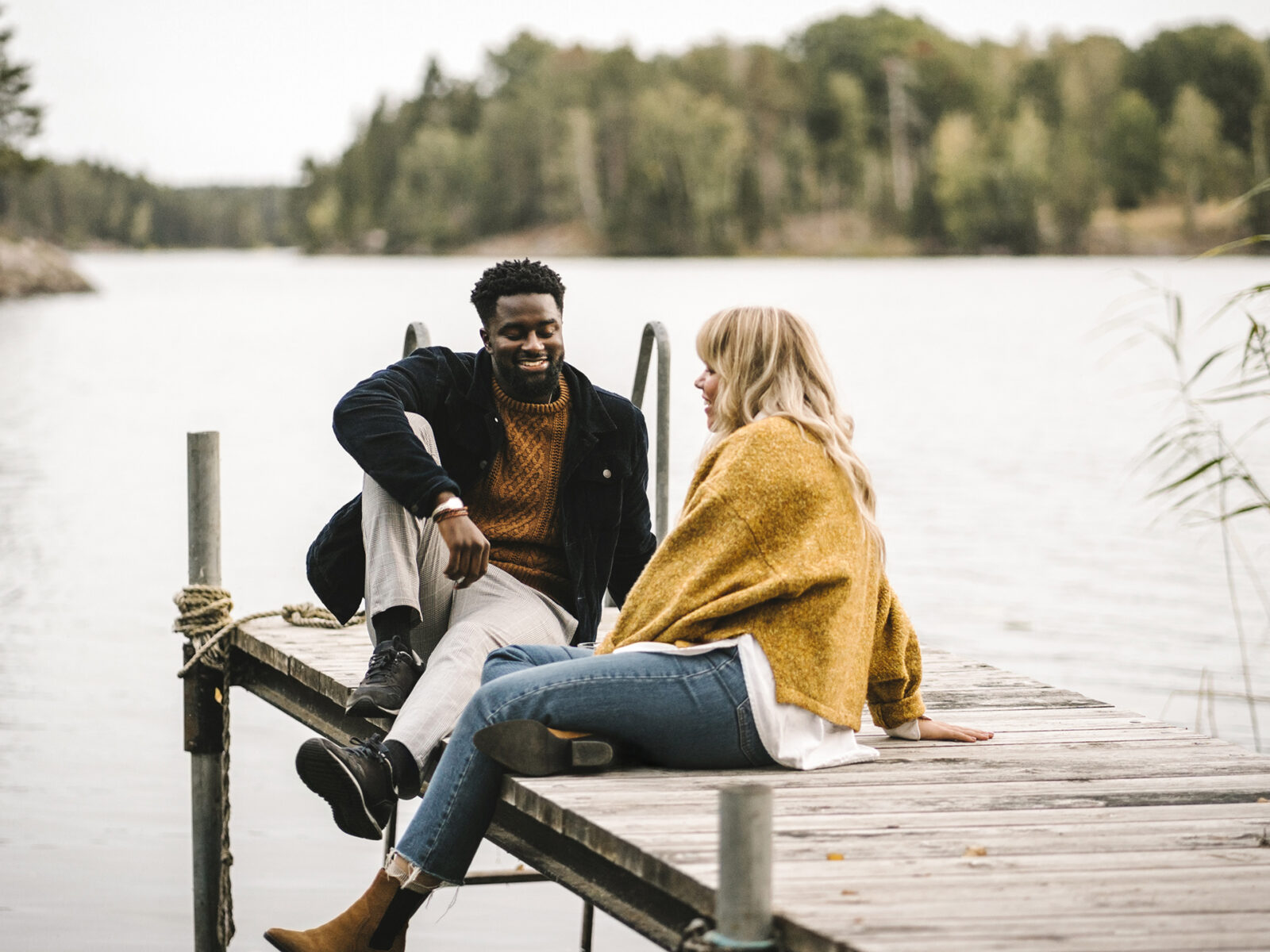 kvinna, man, brygga, sjö, skog, glad, pratar, 1292696176