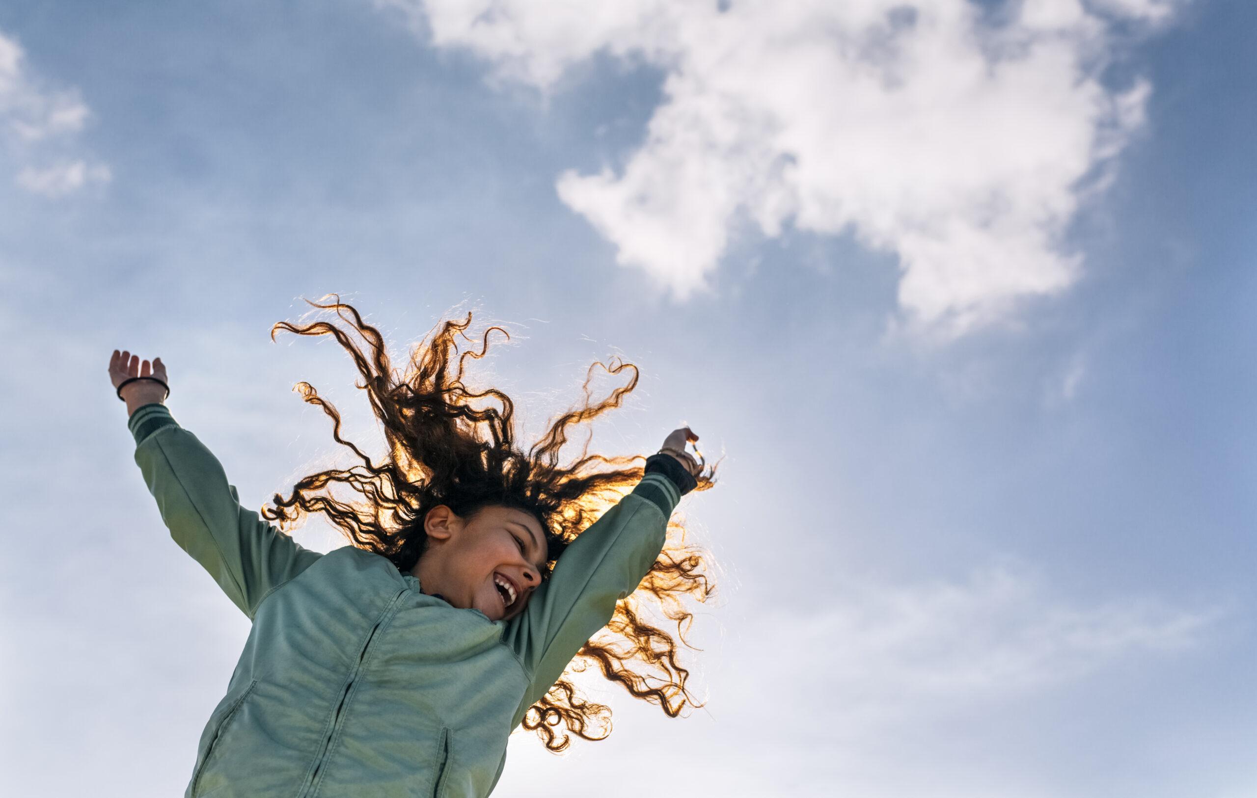 glad, tjej, flicka, sträcka, sträcker, armar, luft, seger, 707443891
